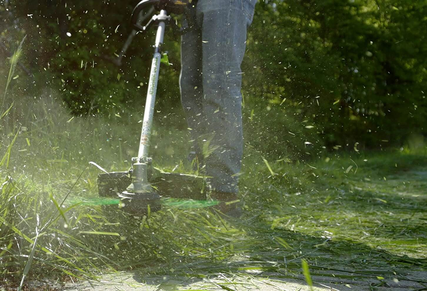 How to Use a String Trimmer like a Pro